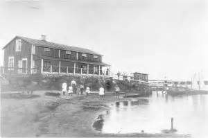 Villa Elban rakennus veden äärellä